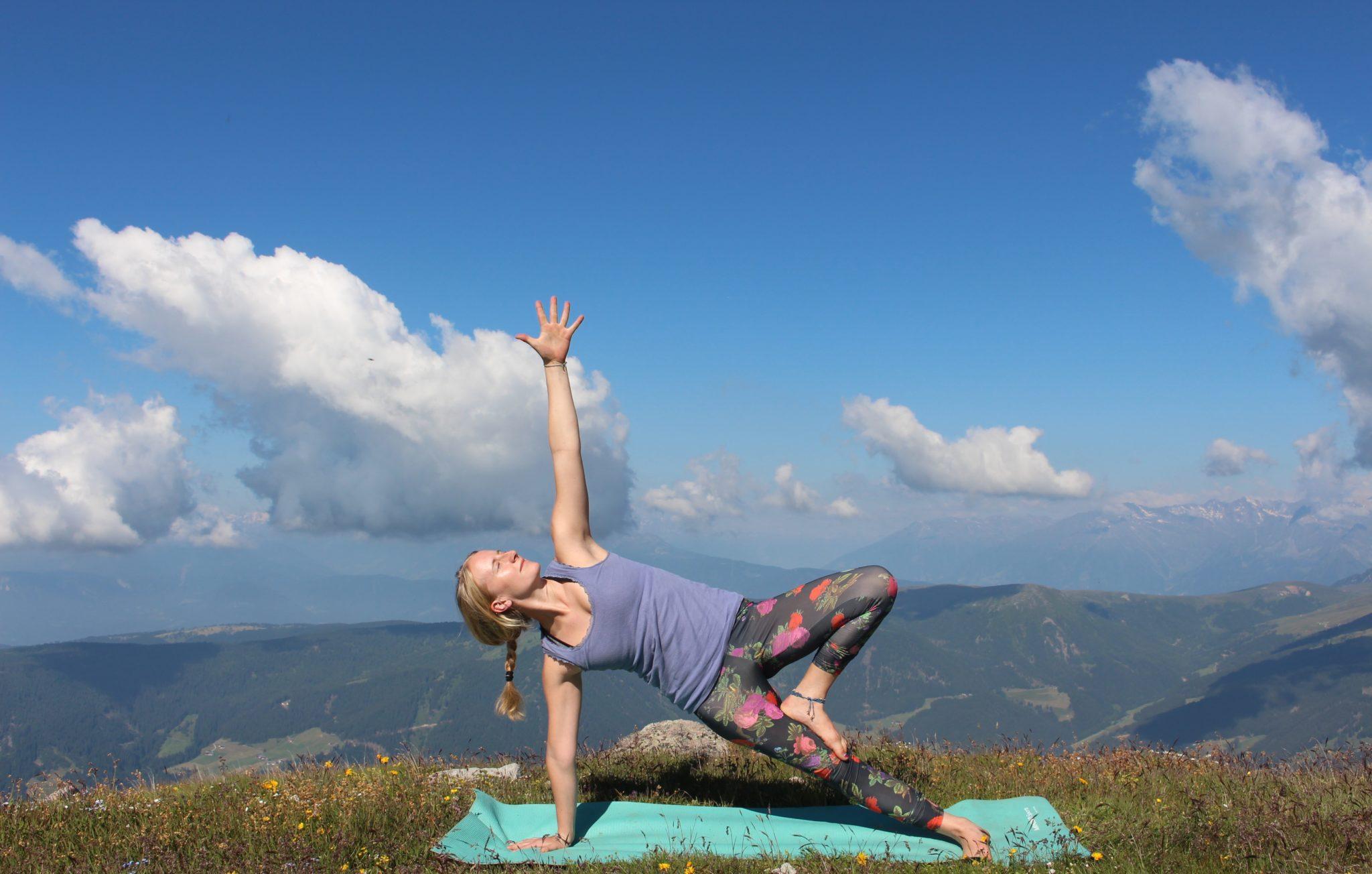 Yoga und Klettern in den Bergen